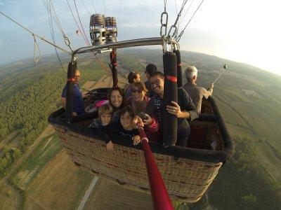 Volar en Globo El Ampurdán Desayuno y fotos Niños