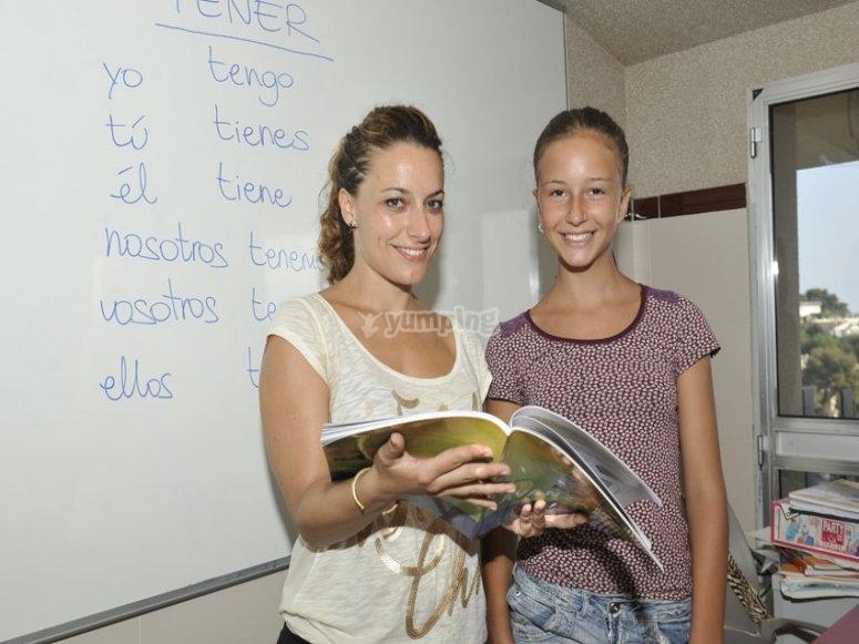 Con el libro en clase