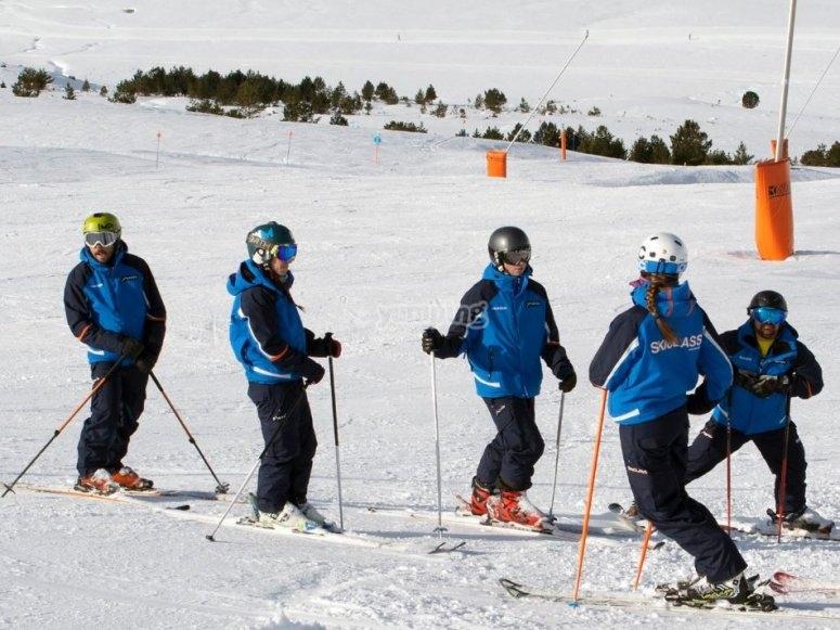 Lecciones de esqui en grupo