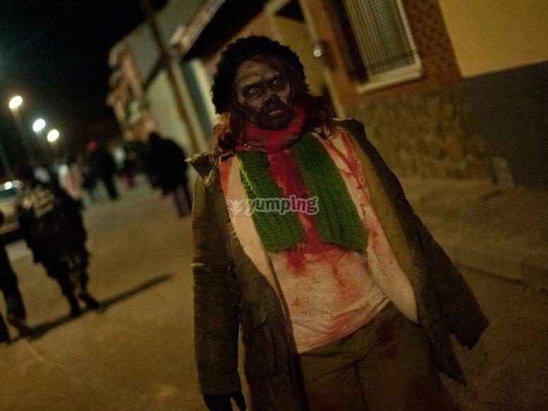 Zombie esperando a los participantes
