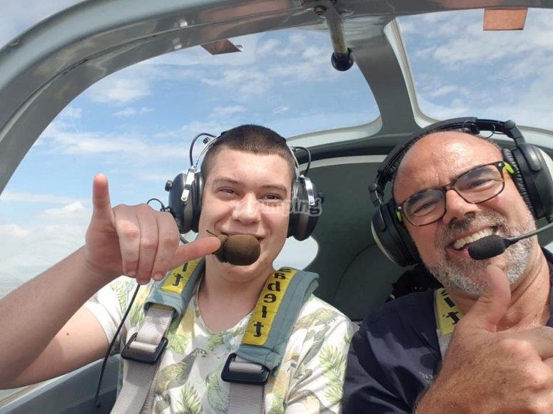 Pilot a light aircraft in Mollerusa