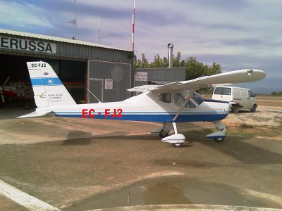 乘飞机Tecnam飞往莱里达50分钟