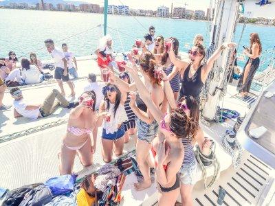 Despedida en boat party Málaga almuerzo y bebidas