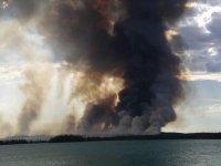Columna de humo gigante