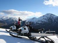 En el valle de Tena con las motos de nieve