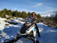 Sobre la moto de nieve