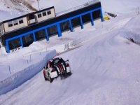 Derrapando sobre la nieve con el Ferrari