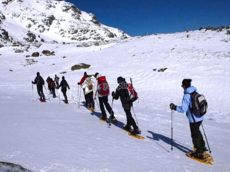 Noleggia le ciaspole e parti per un tour dei Pirenei