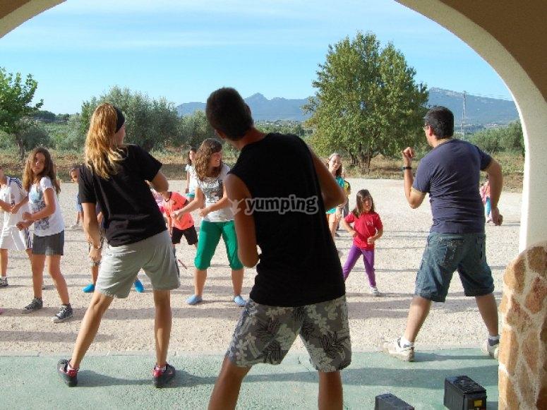 Baila con nosotros