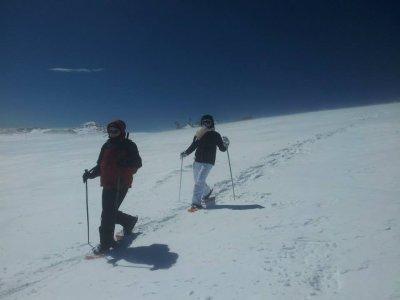 Team building raquetas de nieve y comida La Molina