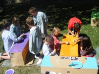 Pintando cajas de carton