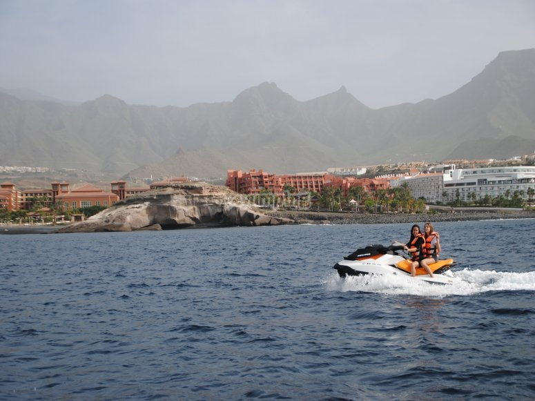 Recorrido en motos acuáticas