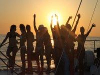 puesta de sol fiesta barco ibiza