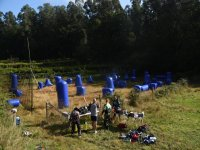 Giocatori di Paintball sul campo battaglia