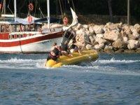 Banana boat volcando