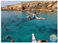 双方在Ibiza船或双体船双体船假期