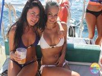 女孩在Ibiza