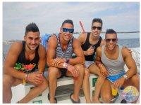 男孩党船或双体船伊维萨岛度假