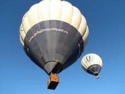 塞戈维亚的气球飞行专供情侣使用