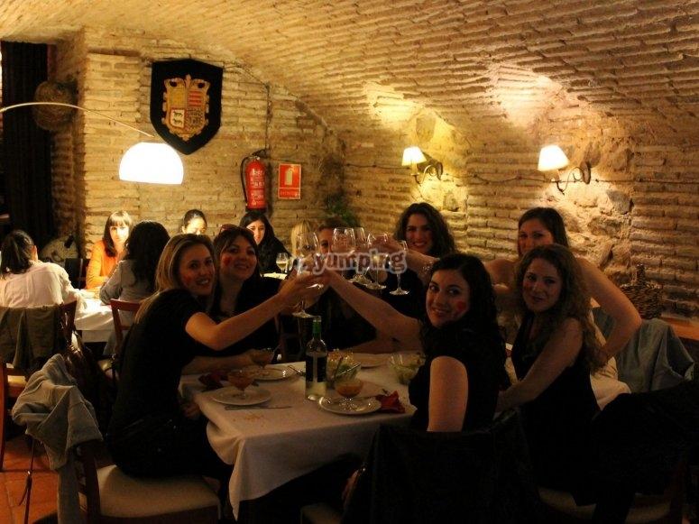 Cenas en cuevas de Toledo