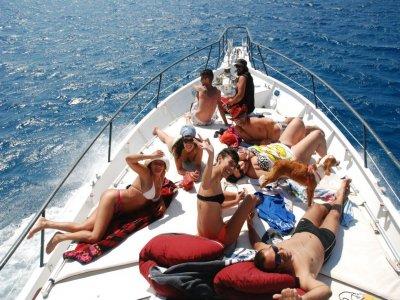 在兰萨罗特岛的船路线与烧烤4小时