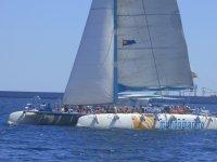 Paseo por la costa de Valencia en catamarán