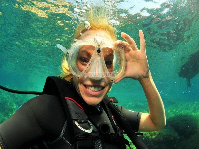 学习不同的潜水技巧