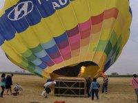 el globo hinchandose