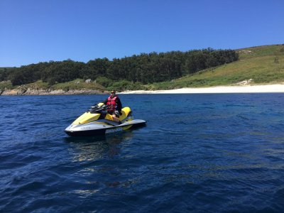 Low-cost jet skiing in Rianxo (1 person 20 min)