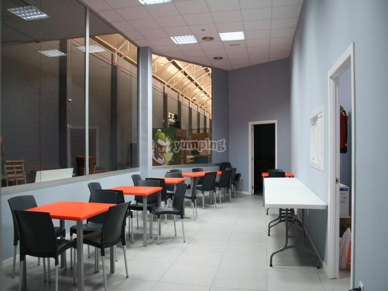 Zona de mesas para meriendas