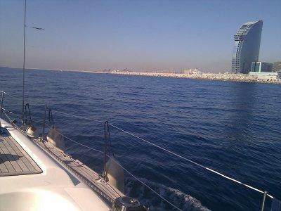 Salida en velero para empresas desde Barcelona