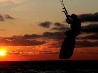 风筝在日落时