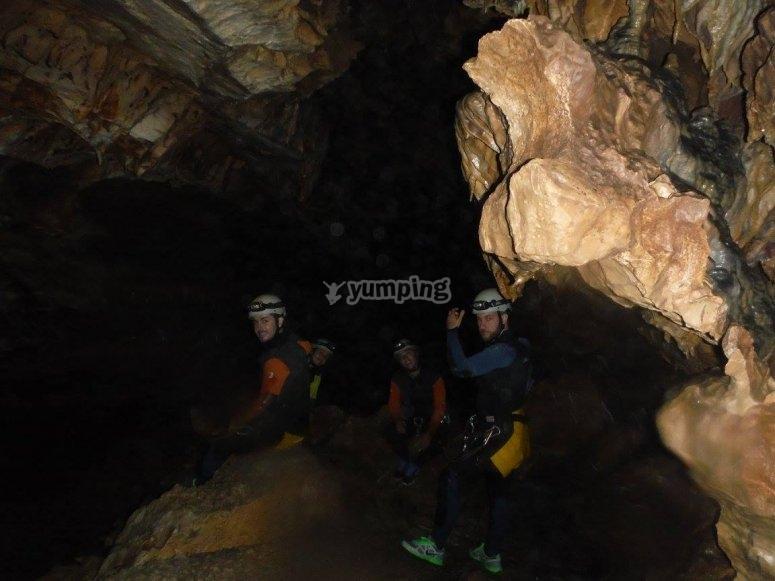 在洞内进入-92-洞穴入口