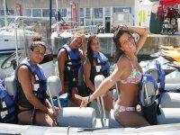 Chicas en el barco rapido