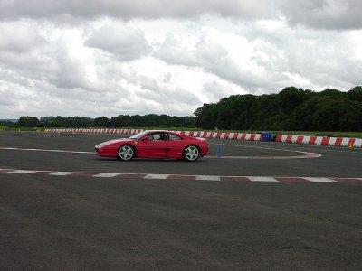 Estilocio Conducir un Ferrari