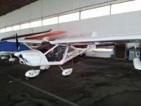Avioneta en el hangar del Aeródromo de La Morgal