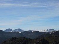 admira los picos de los montes