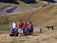 grupo de senderismo en arbas