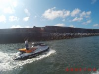 Pilotando sola la moto nautica
