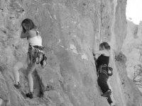 amigas escalando