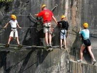 familia escalando