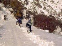 con las bicis por la nieve
