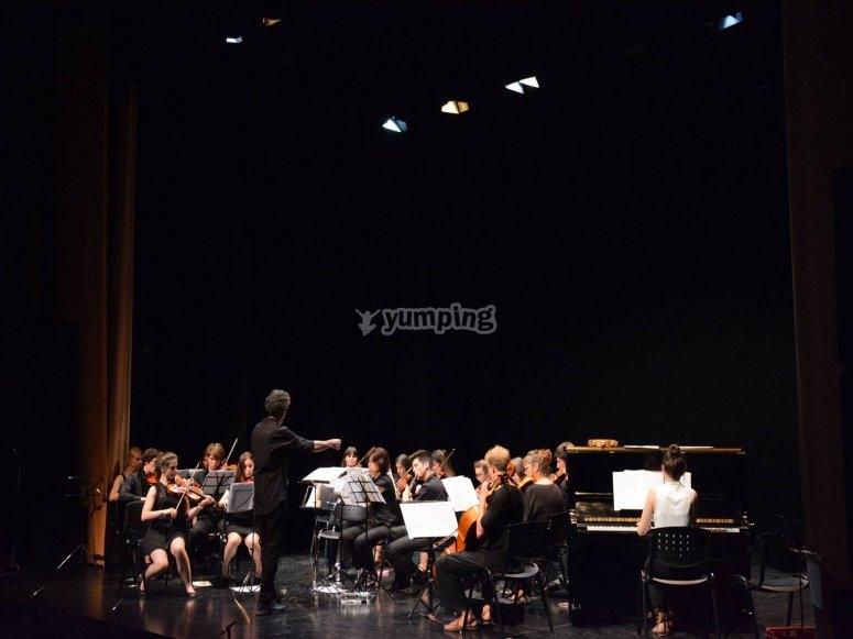 Dirigiendo la orquesta
