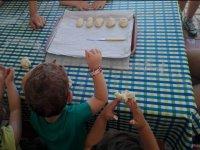 Haciendo pan con las manitas