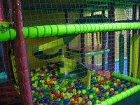 parque de bolas con tobogan de caracol.JPG