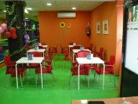 zona de padres en una cafeteria.JPG