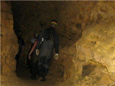 Speleologia per bambini nella grotta dell'Arena