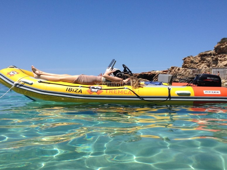Anchoring in Ibiza with a boat that does not require a license