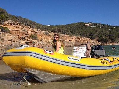 Alquiler barcos sin licencia en Ibiza día completo