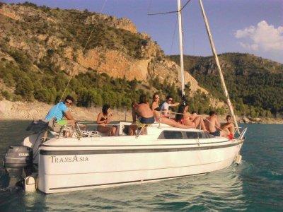 Navegar en velero en Yeste media jornada grupos